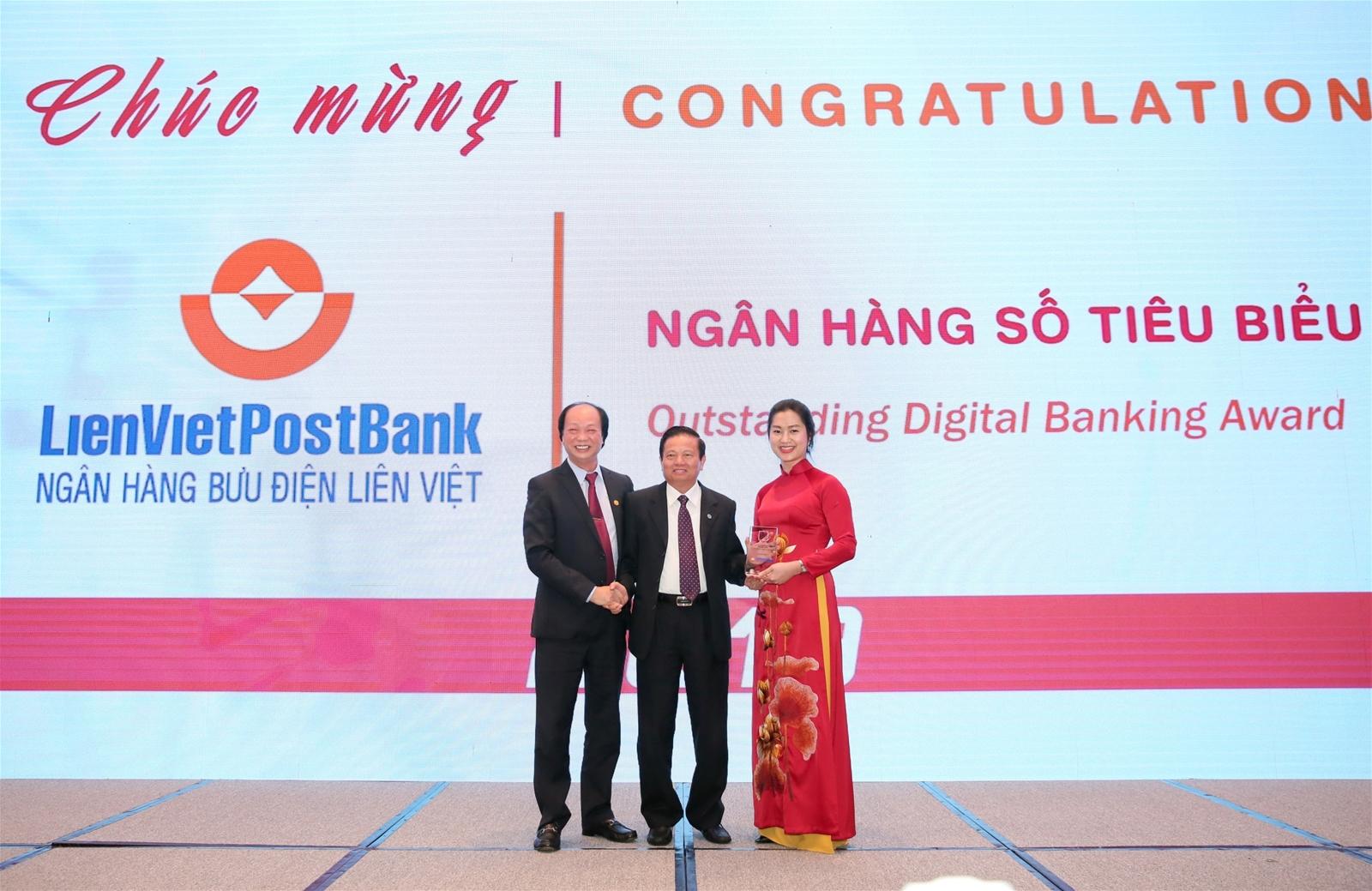 """LienVietPostBank được vinh danh giải thưởng """"Ngân hàng Số Tiêu biểu"""" 2019"""