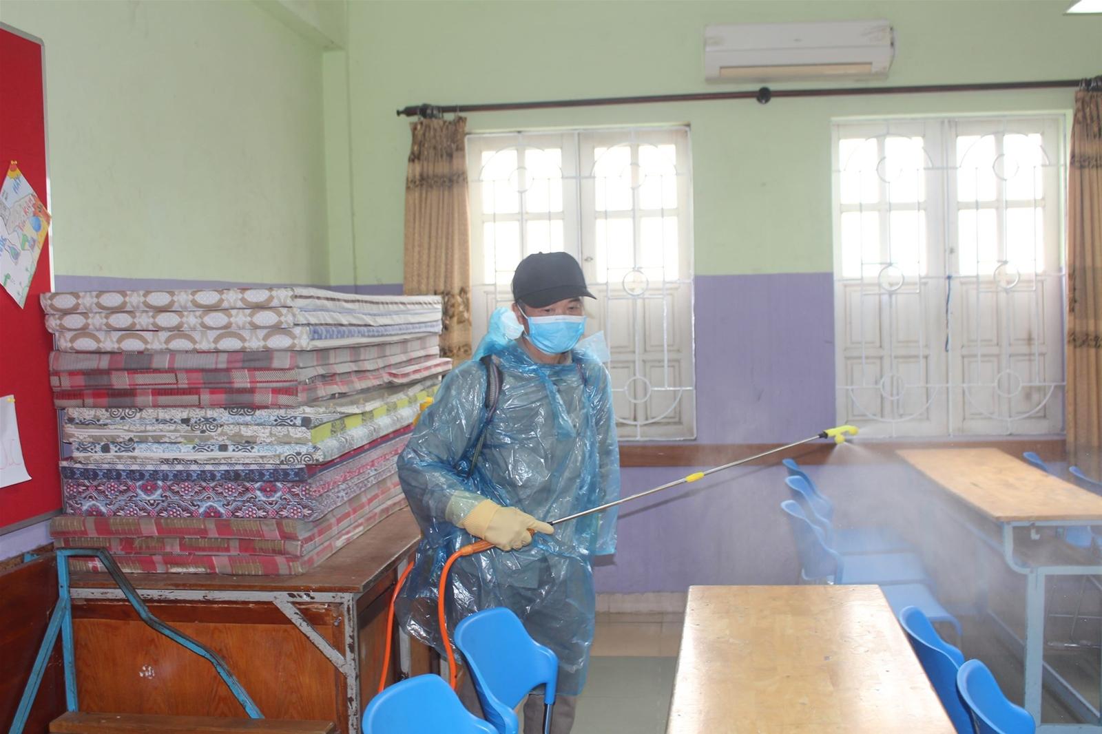 Trao tặng hàng nghìn khẩu trang, dung dịch sát khuẩn cho học sinh ở Hà Nội