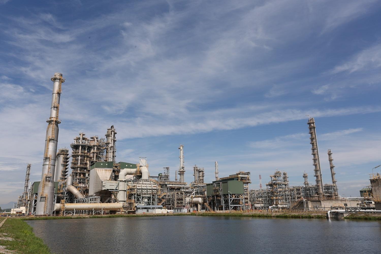 PVN đề xuất ngừng nhập khẩu xăng dầu để cứu 2 nhà máy lọc dầu
