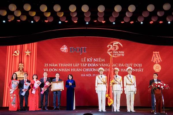 Tập đoàn Vàng bạc Đá quý DOJI đón nhận Huân chương Lao động hạng Nhất