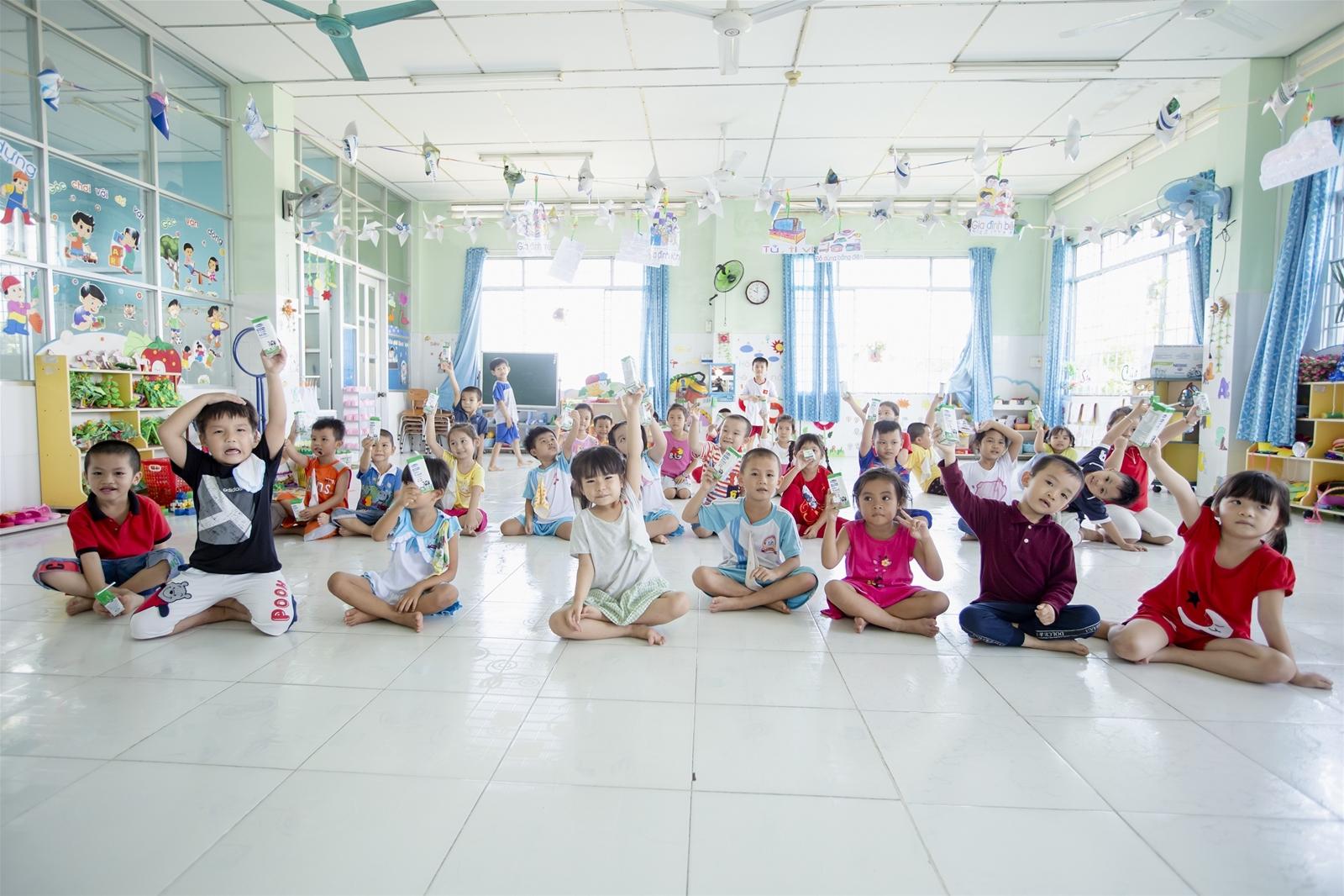 Từ tháng 11/2019, 70.000 trẻ em ở Vĩnh Long bắt đầu uống sữa học đường