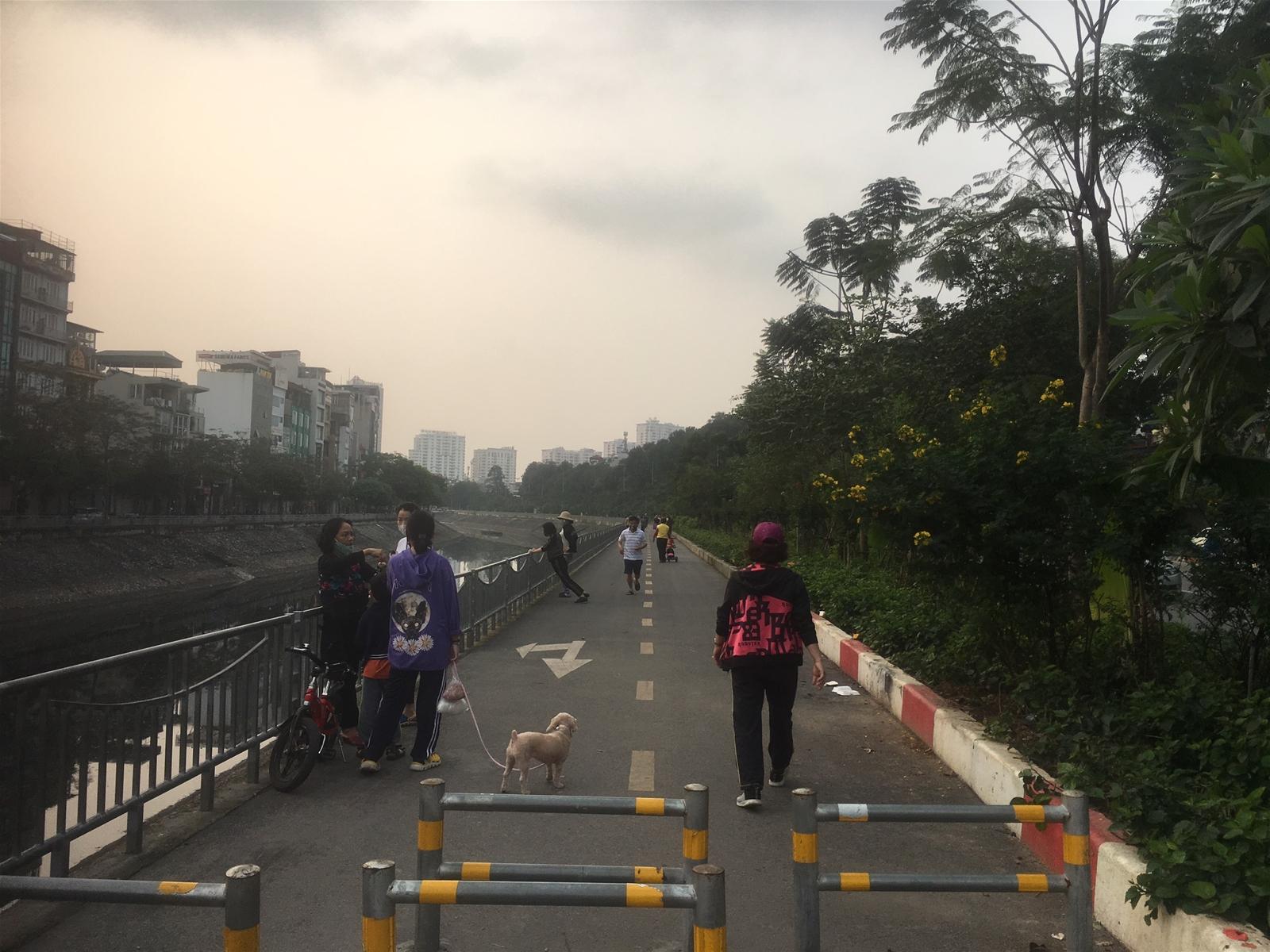 Hà Nội: Một số người dân còn chủ quan sau một tuần thực hiện