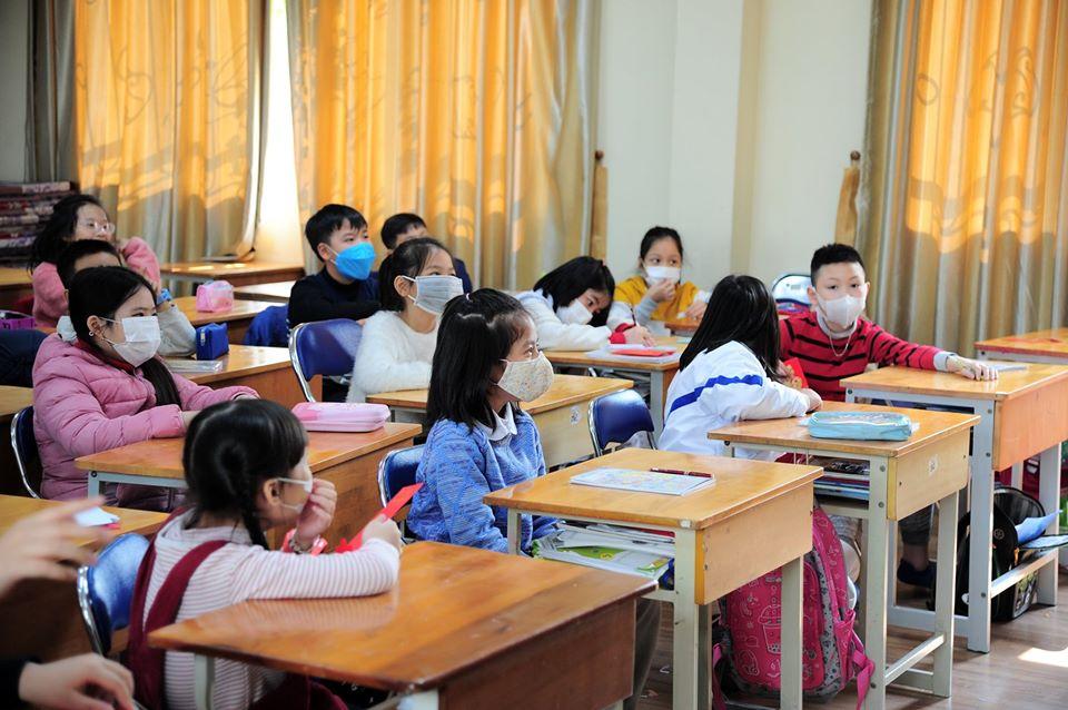 Nhiều trường học tại Hà Nội khuyến cáo học sinh đeo khẩu trang