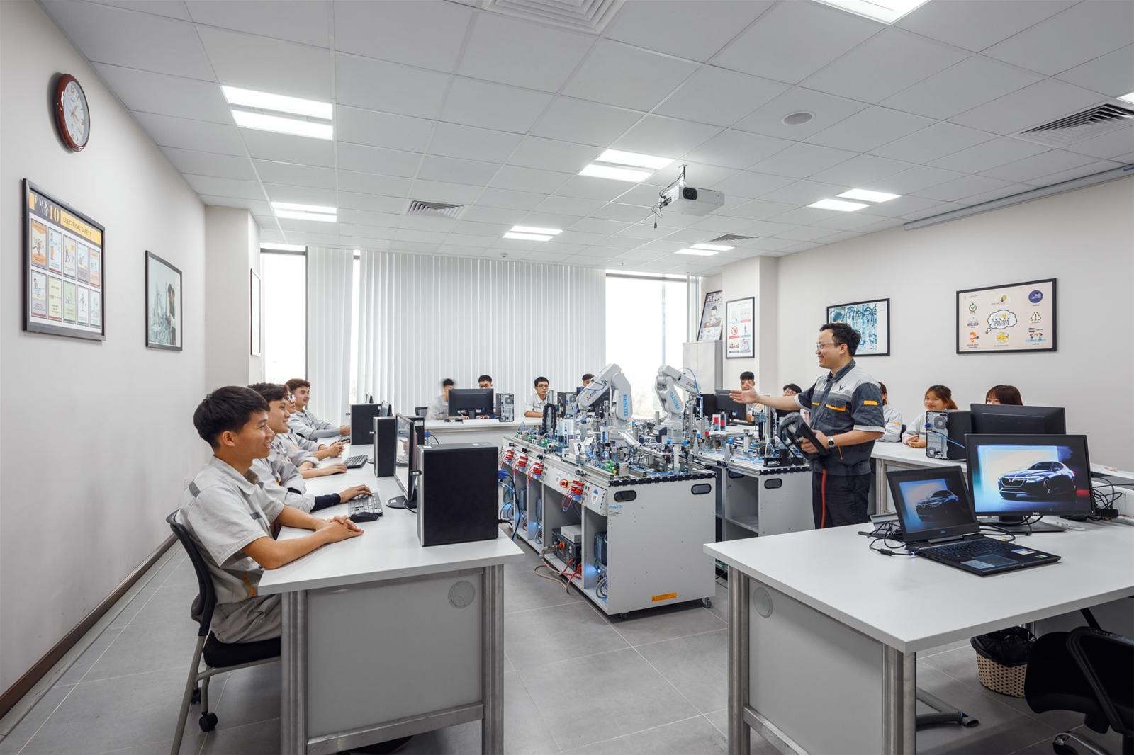 VinFast hợp tác đào tạo cao đẳng chuyên ngành cơ điện tử và kỹ thuật ô tô