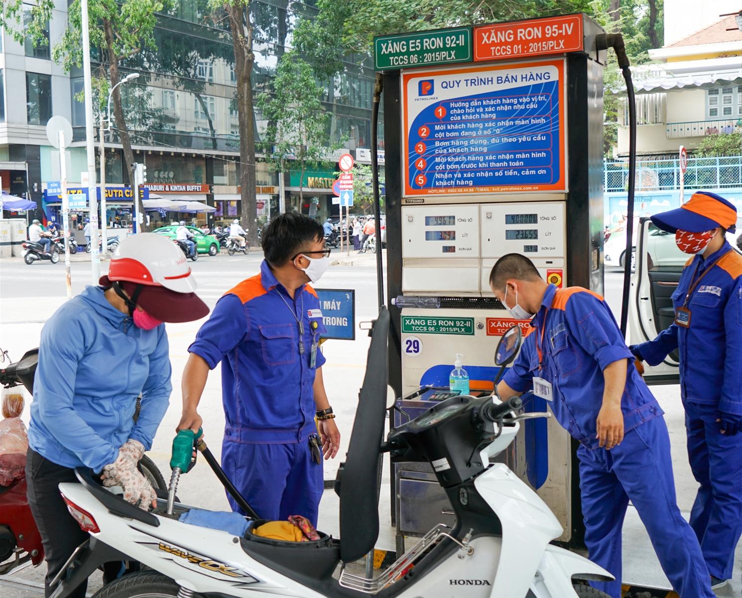 Giá xăng trong nước có thể tăng mạnh vào ngày mai (12/6)