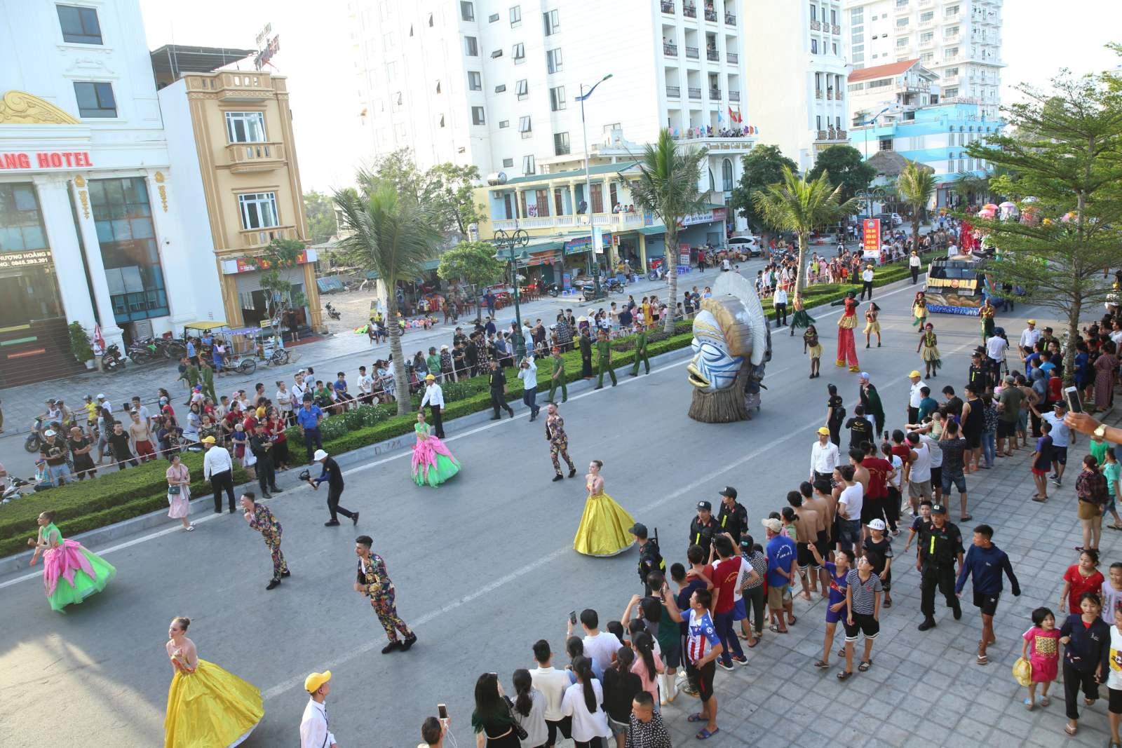 Sầm Sơn tưng bừng với Lễ hội Carnival đường phố