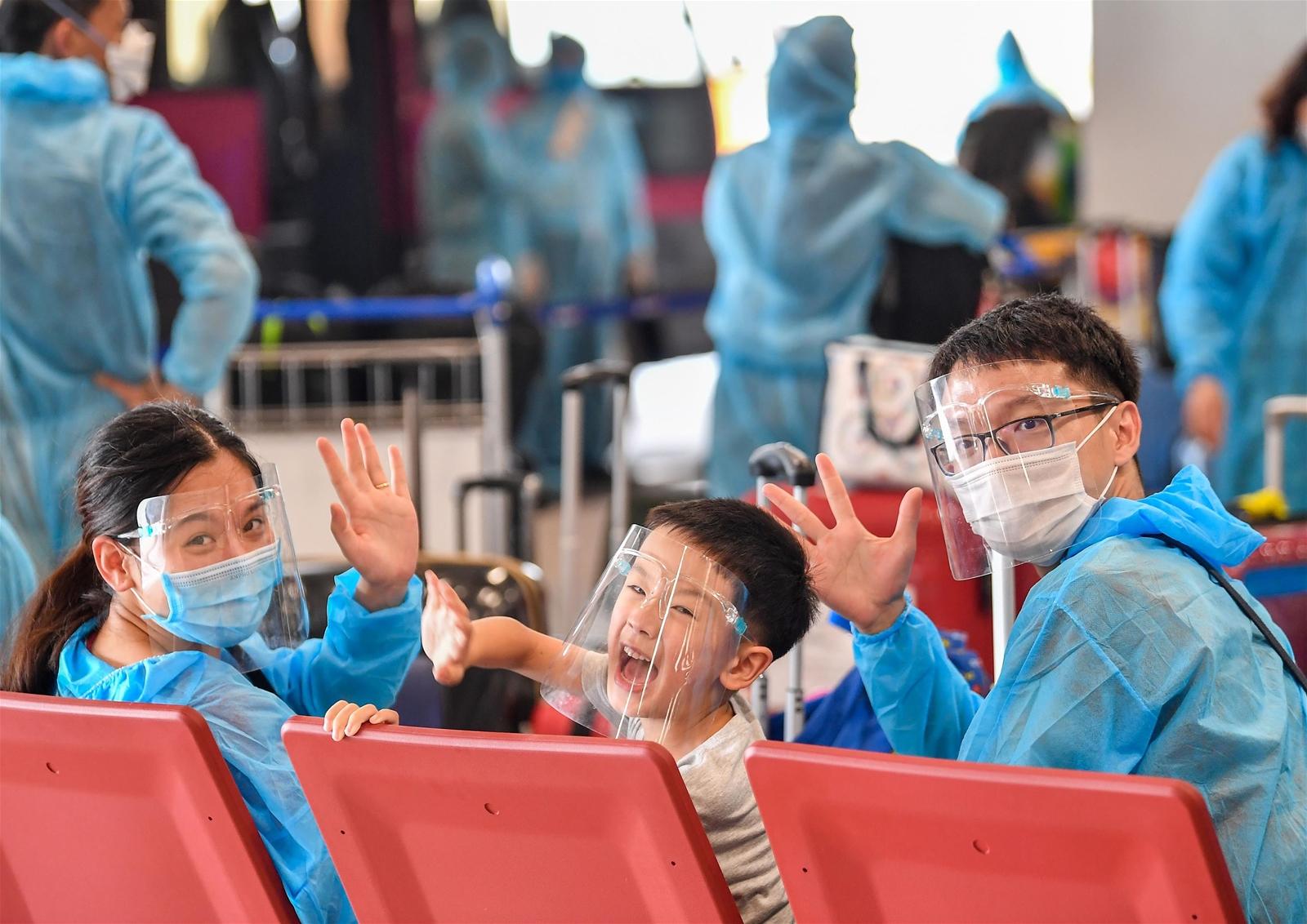 278 công dân Việt Nam từ vùng dịch châu Âu về nước qua sân bay Vân Đồn