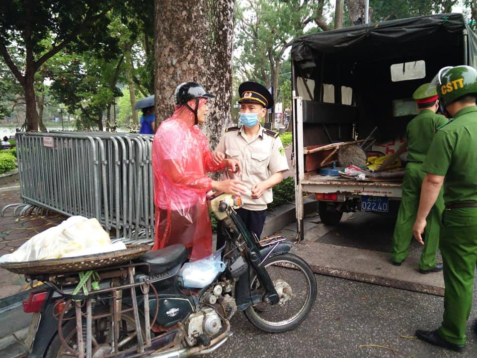 Hà Nội: Xử phạt 23 trường hợp không đeo khẩu trang khi ra đường