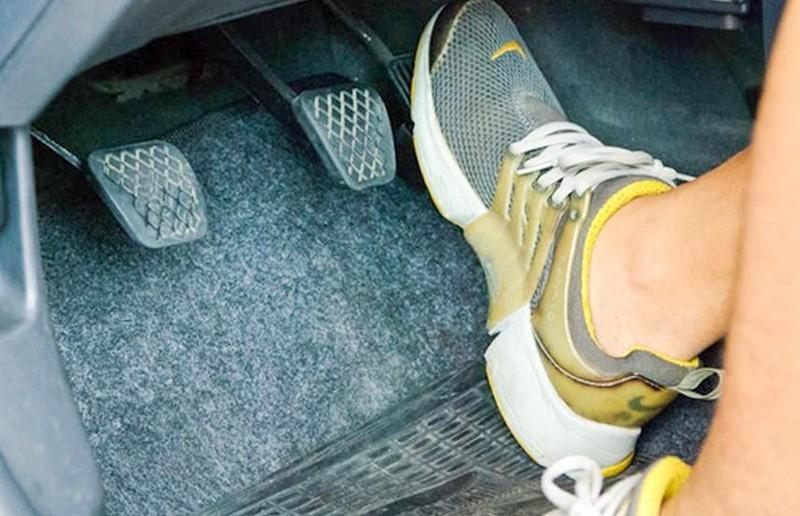 Cách đạp ga ôtô đúng giúp tiết kiệm nhiên liệu