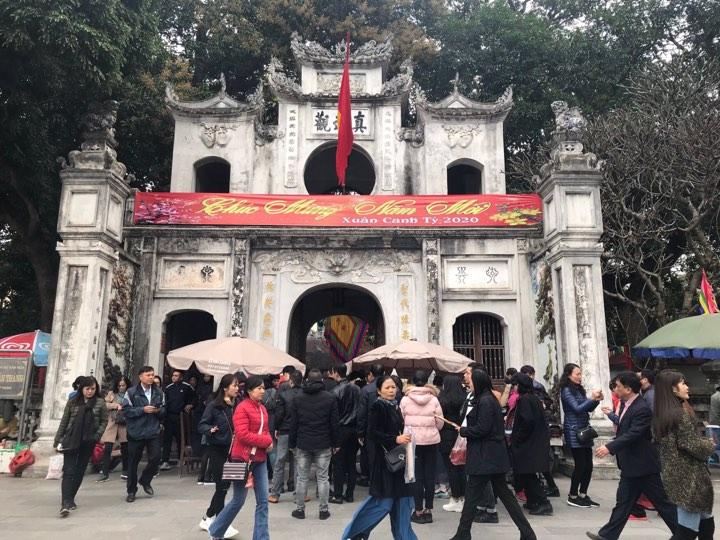 Không thể không nhắc đến chùa Quán Thánh - địa danh nổi tiếng được cả nước biết tới