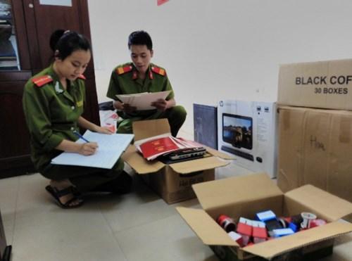 Triệt phá đường dây chuyên làm văn bằng, chứng chỉ giả tại Hà Nội