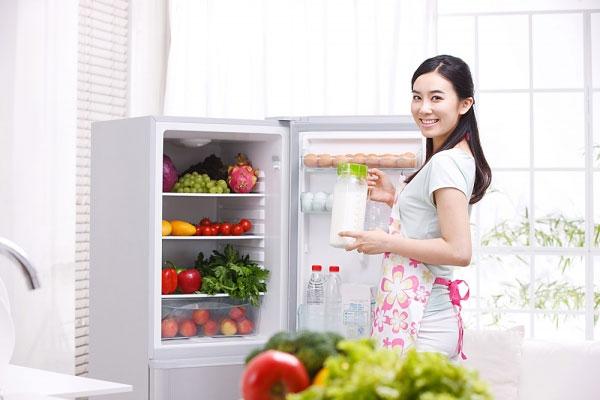 Cất giữ thực phẩm đúng cách giúp tiết kiệm điện. Ảnh minh họa