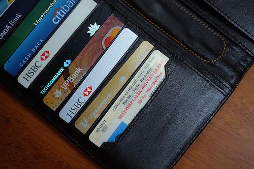 Làm thế nào để lựa chọn được thẻ ATM tốt nhất? Tiêu chí lựa chọn ngân hàng làm thẻ ATM tốt nhất cần biết