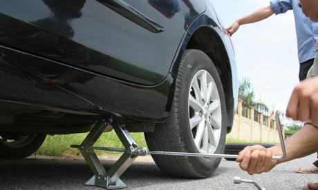 Hướng dẫn cách tự thay lốp xe ô tô