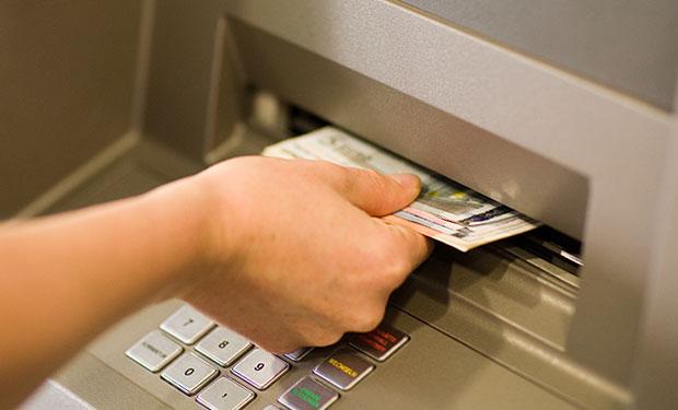 Từ hôm nay, khách hàng mất tiền trong tài khoản sẽ được bồi hoàn sau 5 ngày