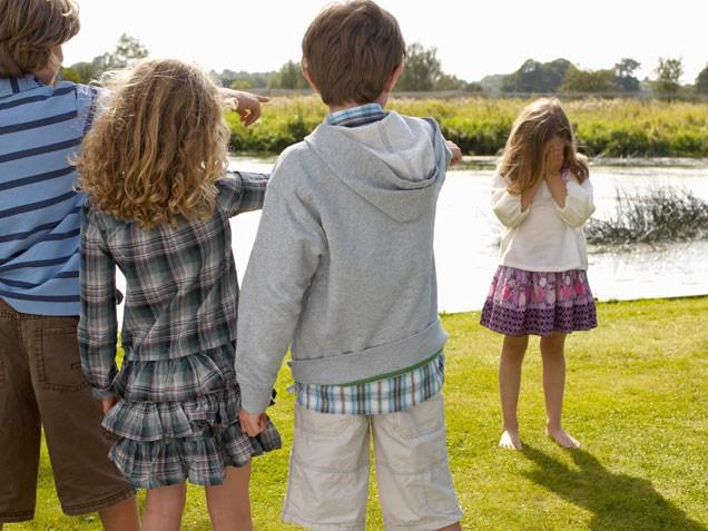Trẻ bị bắt nạt và bắt nạt ảnh hưởng đến sự phát triển như thế nào?