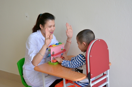 Quá trình điều trị tự kỷ theo đúng phương pháp sẽ giúp trẻ hòa nhập cuộc sống