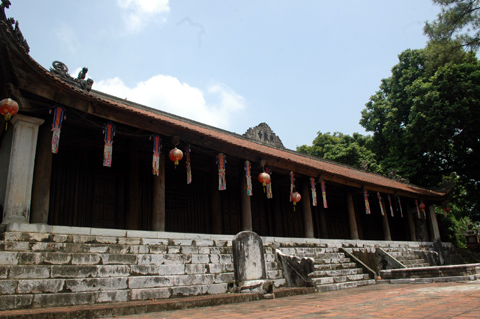 chùa có tới 104 gian, được lập từ thời vua Lý Cao Tông năm 1185, là ngôi cổ tự nổi tiếng ở Việt Nam.