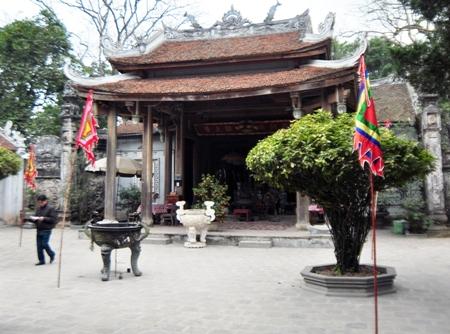 Đền Chử Đồng Tử mang giá trị đặc biệt về kiến trúc, điêu khắc và nghệ thuật thời Nguyễn với những pho tượng đồng, các chi tiết chạm trổ tinh vi, hoành phi, câu đối, những di vật quý hiếm…