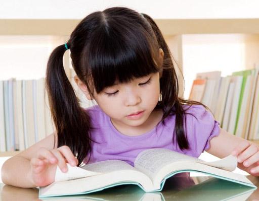 Đặc điểm của giai đoạn 6 tuổi là đứa trẻ trở nên cực đoan, lúc yêu lúc ghét.