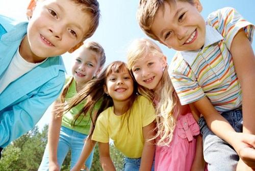 Trung tâm cuộc sống của đứa trẻ 9 tuổi rất có thể là những người bạn đặc biệt nào đó.