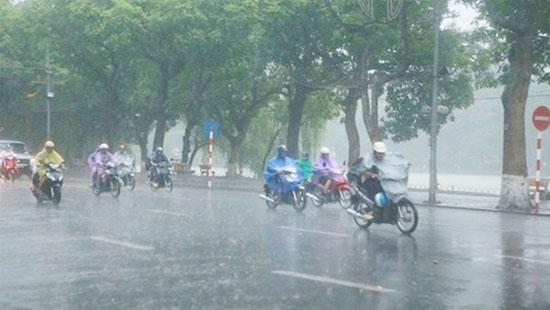 Những điều cần lưu ý khi đi ngoài đường lúc trời mưa giông