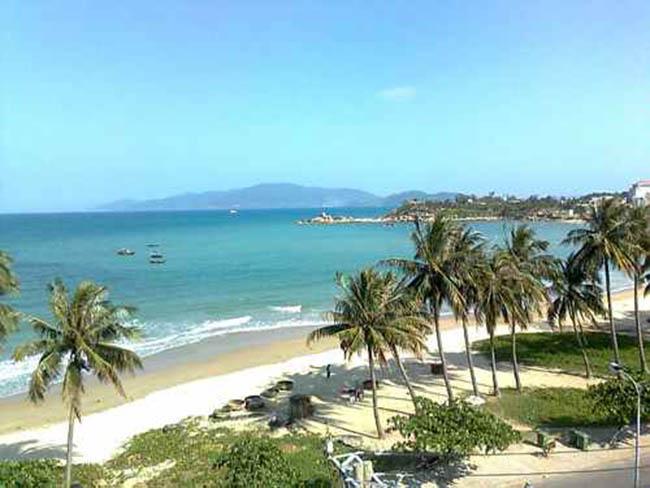 Biển Hải Tiến có bãi biển thoải dài, ẩn chứa nét hoang sơ, cảnh quan tự nhiên hấp dẫn.
