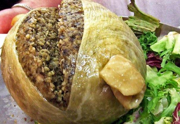 Thành phần chính của món ăn này bao gồm bao tử cừu nhồi tim, gan, phổi cừu, bột yến mạch, hành hương và gia vị