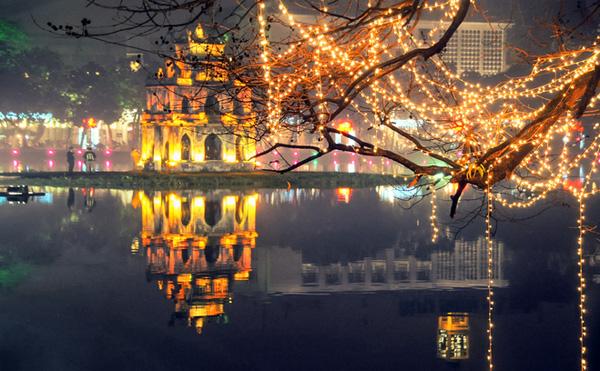 Mừng năm mới ở Hồ Gươm