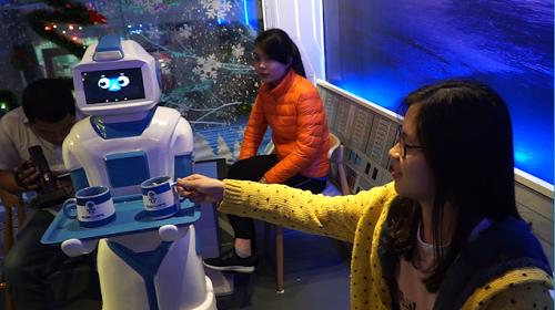 Giáng sinh này phải check in ngay quán cà phê Robot đầu tiên ở Hà Nội