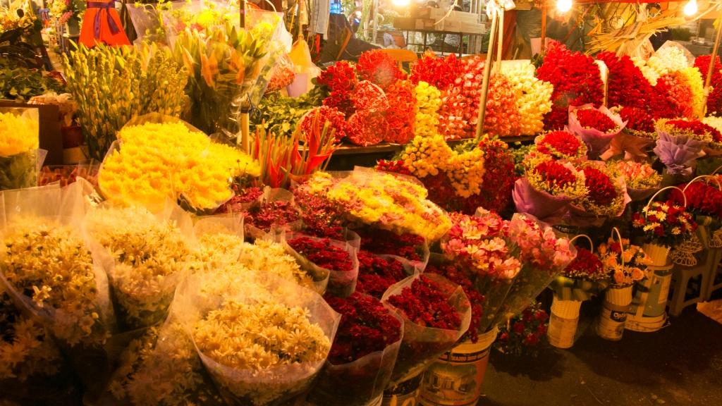 Chợ hoa đêm Tây Tựu