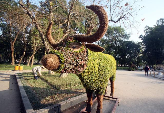 12 con giáp tại công viên Thống Nhất - Con Trâu