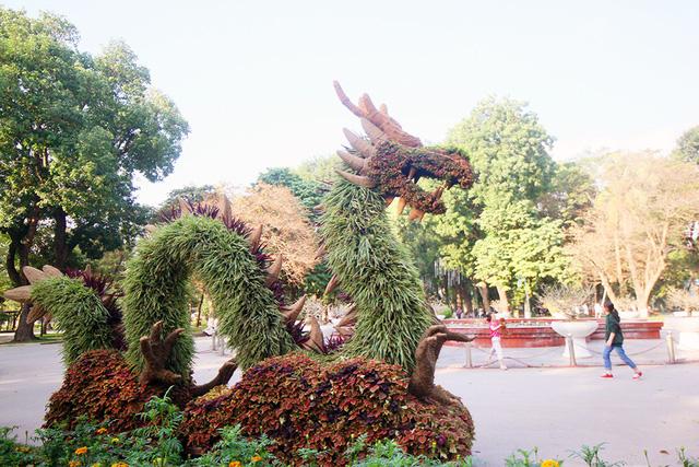 12 con giáp tại công viên Thống Nhất - con rồng