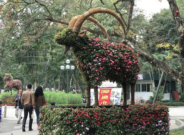 12 con giáp tại công viên Thống Nhất - con dê