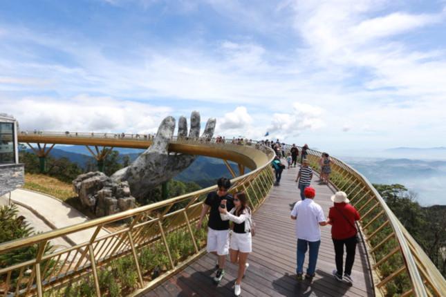 Đẹp ngỡ ngàng cầu vàng trên đỉnh Bà Nà, Đà Nẵng
