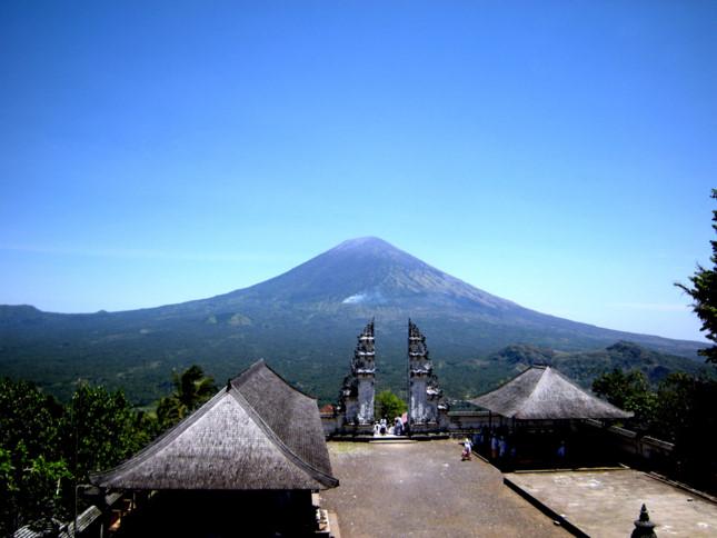 Đền Pura Lempuyang Luhur - chiếc cổng trời bước ra từ thần thoại - ảnh 2