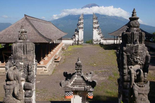 Đền Pura Lempuyang Luhur - chiếc cổng trời bước ra từ thần thoại - ảnh 3
