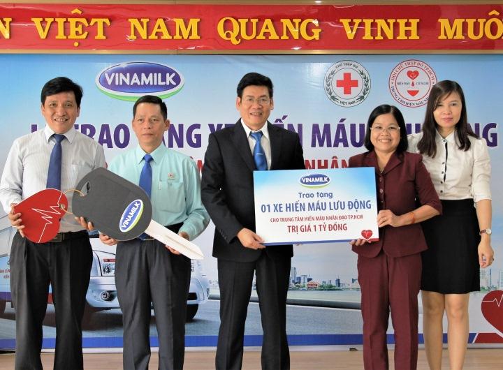 Vinamilk tặng xe hiến máu 1 tỷ đồng cho Trung tâm Hiến máu nhân đạo TPHCM