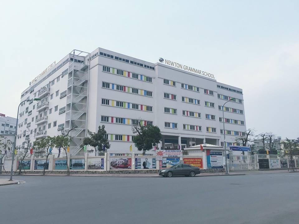 Những mập mờ sau cánh cổng trường Newton ở Hà Nội: Phụ huynh quyết tâm đi đến cùng sự thật