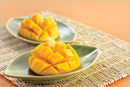 Ăn hoa quả nóng mùa hè đúng cách để không nổi mụn