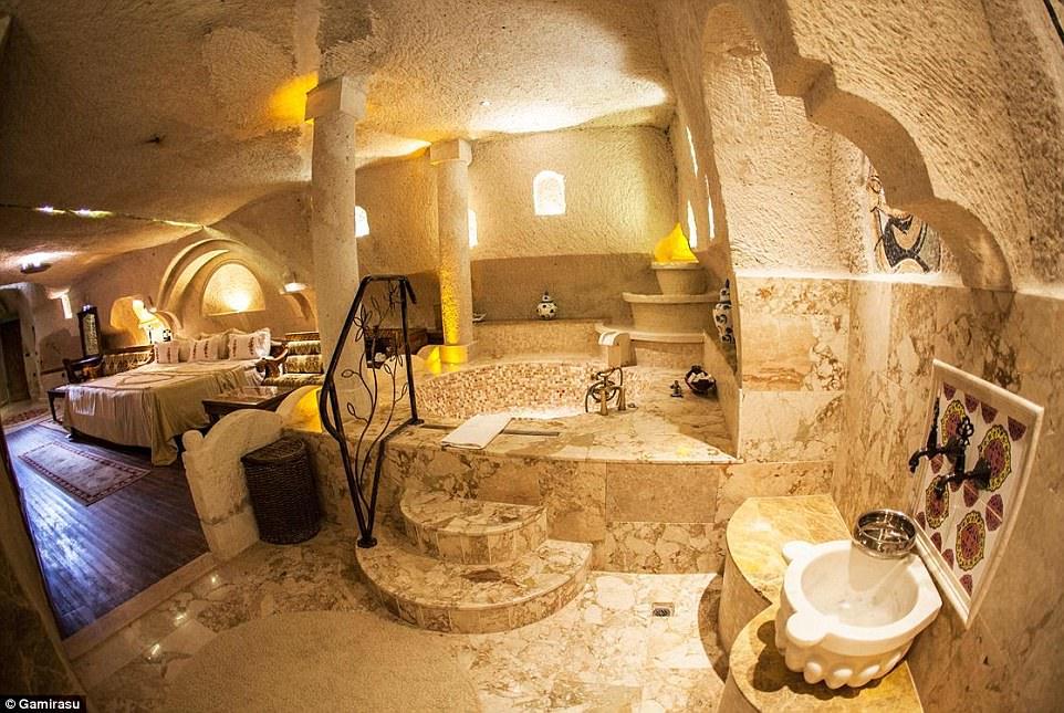 Ghé thăm những khách sạn đẹp lung linh dưới lòng đất đá