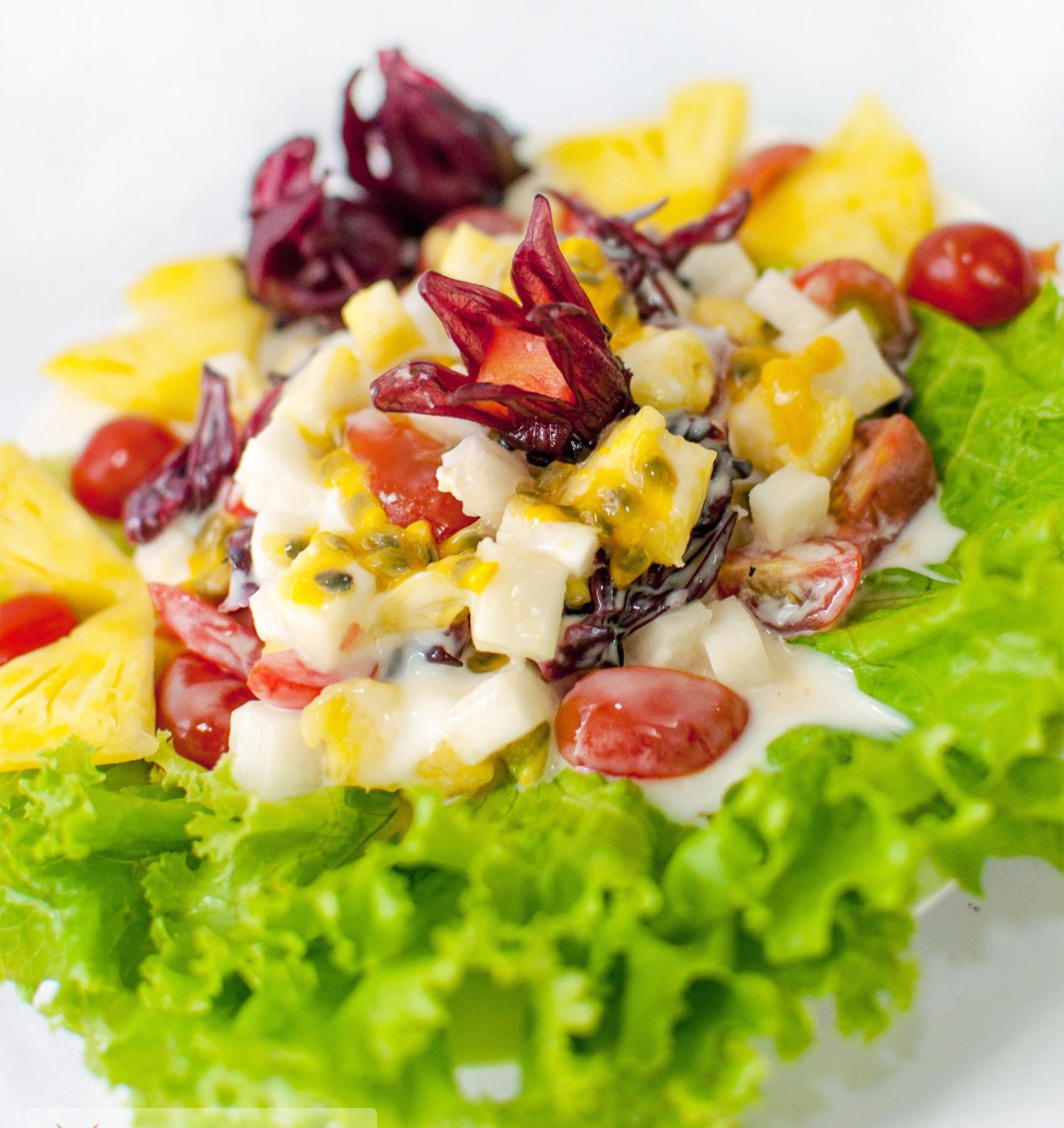 Món salad chanh dây rất thích hợp trong ngày hè nóng nực