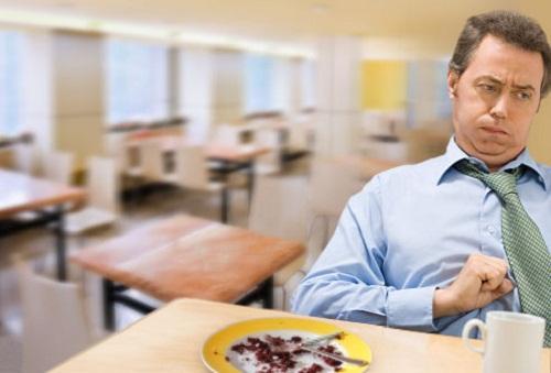 Những vấn đề sức khỏe nghiêm trọng khi ăn quá no