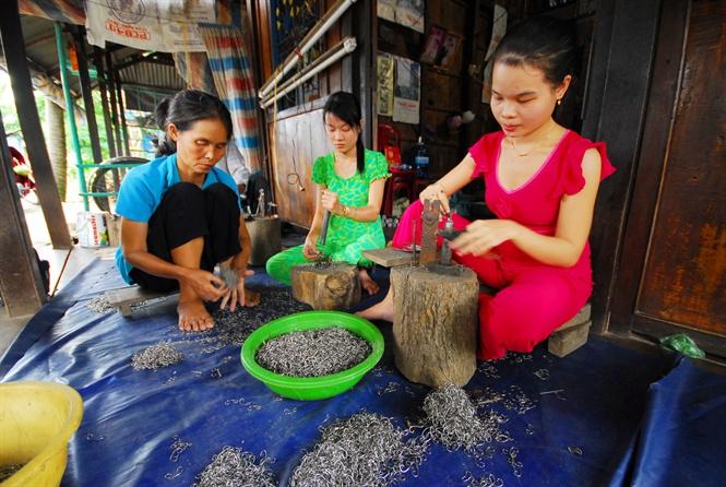 Nhộn nhịp những làng nghề 'ăn nên làm ra' theo mùa lũ
