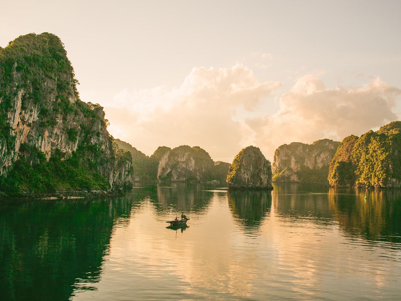 Vịnh Hạ Long lọt top các di sản đẹp nhất thế giới