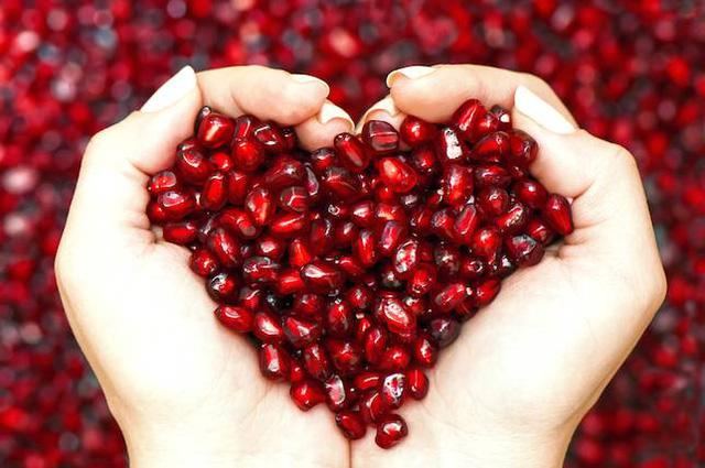 Bí quyết bổ sung dinh dưỡng cho những người thiếu máu bằng hạt quả màu đỏ