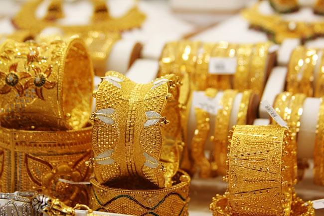 Giá vàng ngày 25/11: Vàng rơi khỏi đỉnh cao phiên cuối tuần