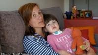 Bệnh hiếm khiến bé gái chỉ ngủ cũng lo sợ cái chết ập đến