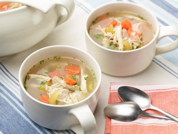 Công thức làm súp gà chữa cảm lạnh mùa đông