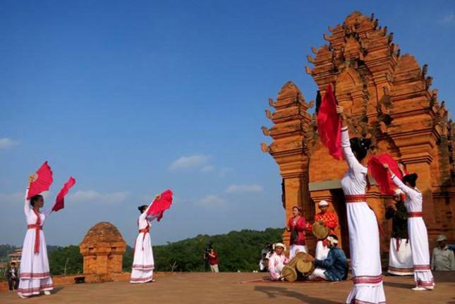 Đề xuất mở tuyến xe buýt từ trung tâm Hà Nội tới Làng Văn hóa các dân tộc Việt Nam